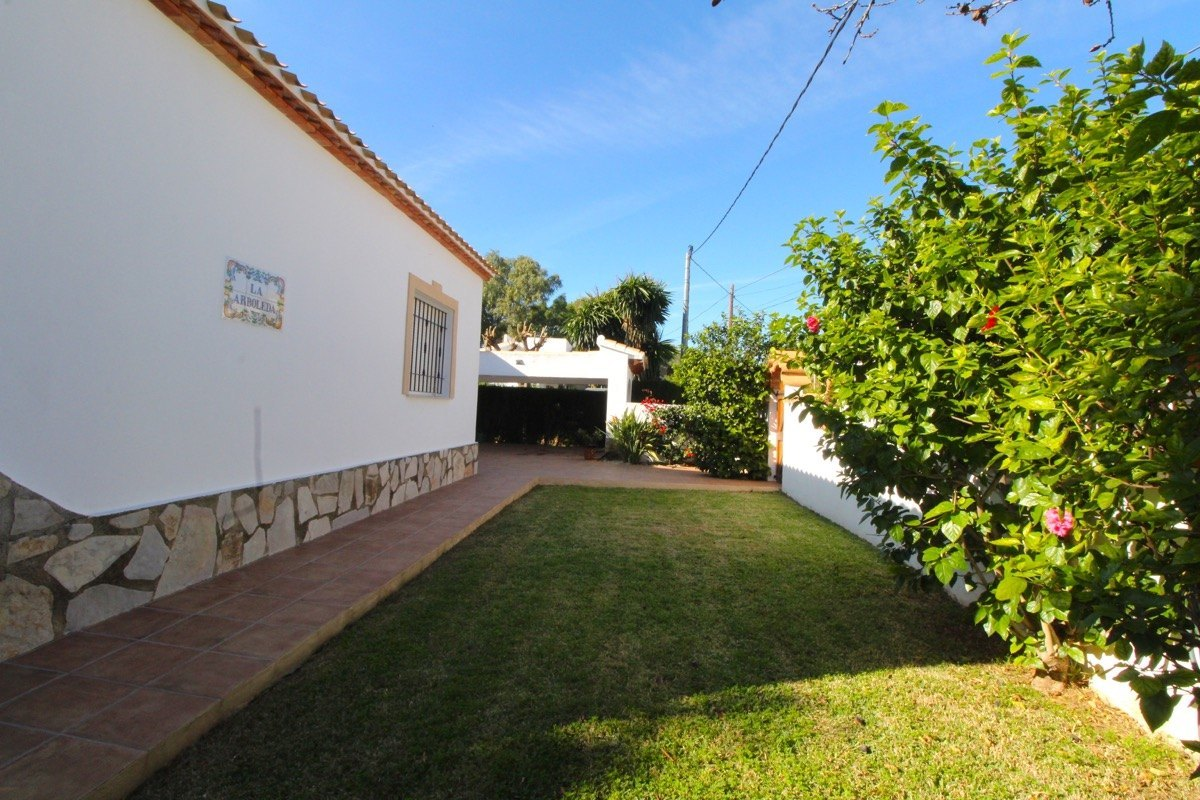 Villa soleada y con vistas al Montgó en Dénia