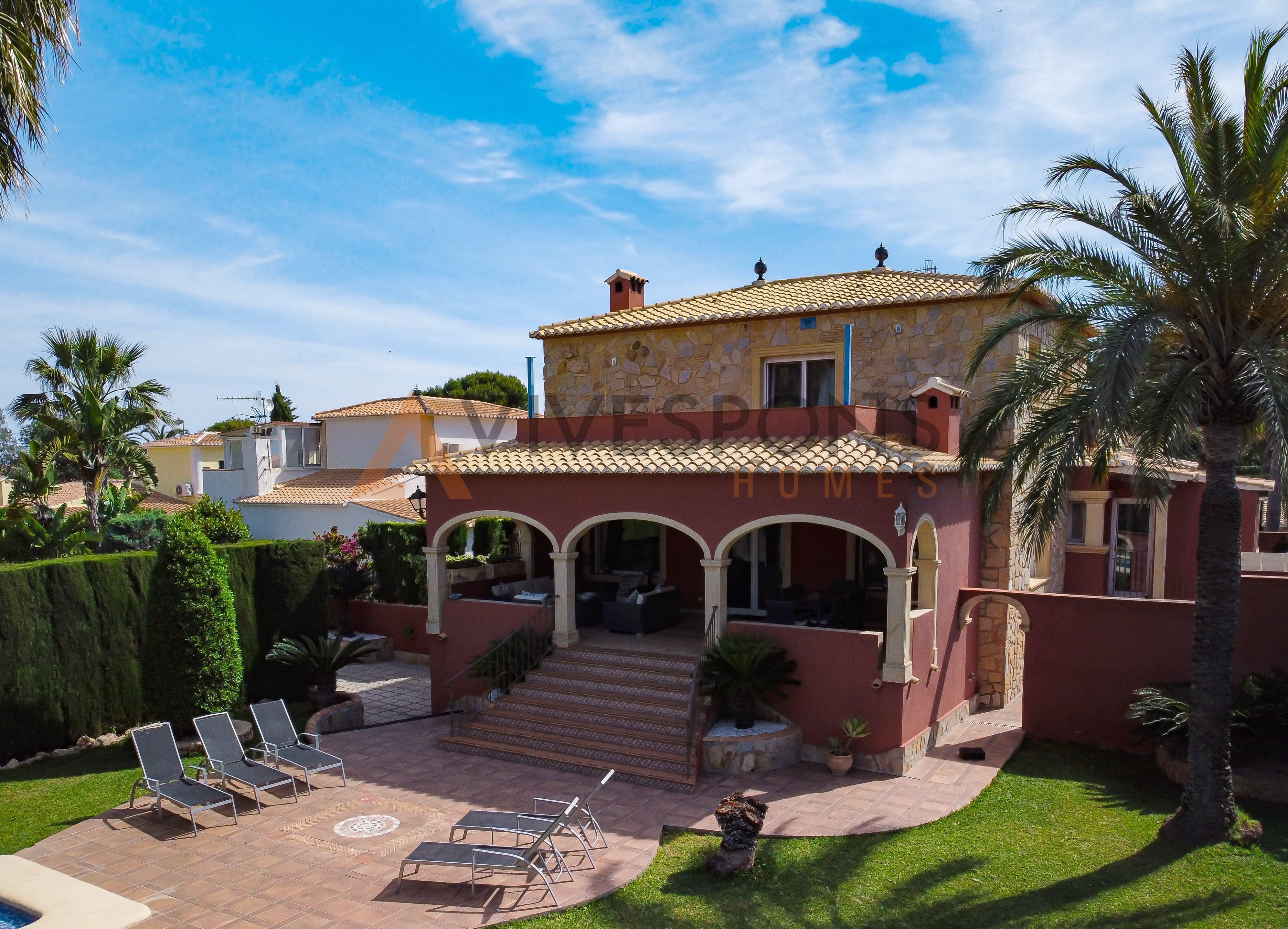 Villa cerca del centro y con vistas al Montgó, Dénia